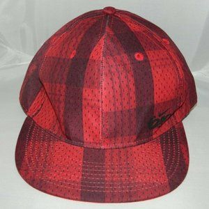 Nike 6.0 Red Black Plaid Fitted Cap Youth Size M/L